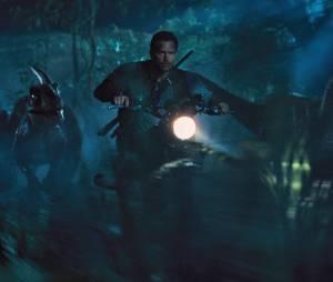 """Jurassic World : Chris Pratt et """"ses"""" raptors sur une image extraite du film"""