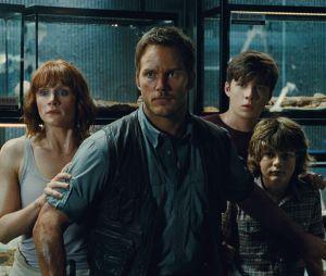 Jurassic World : Chris Pratt et Bryce Dallas Howard sur une image extraite du film