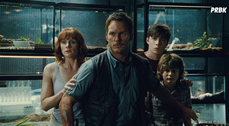 Jurassic World : Chris Pratt et Bryce Dallas Howard sur une image extraite du film