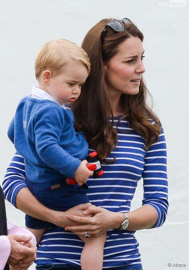 Kate Middleton et le Prince George pendant un match de polo de charité, le 14 juin 2015