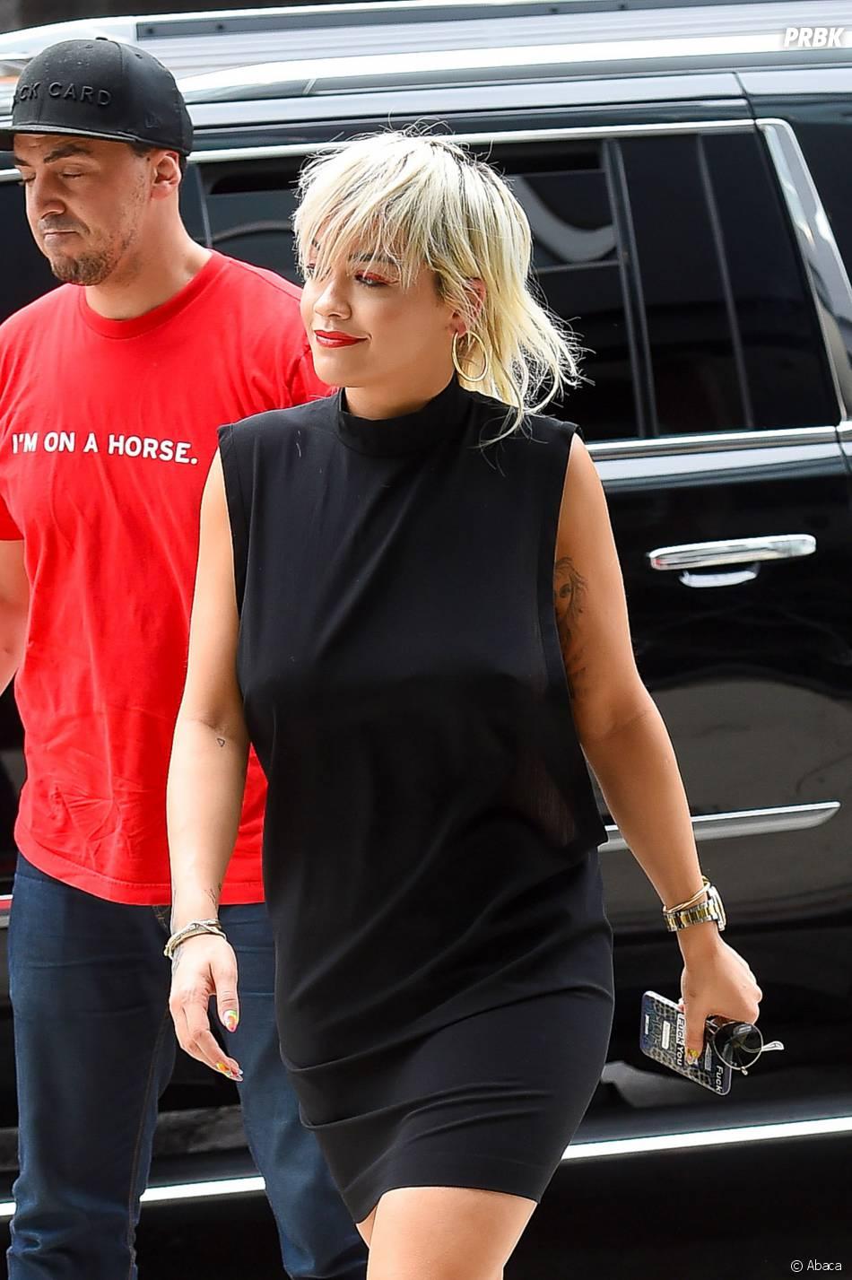 Rita Ora sexy à New York le 23 juin 2015