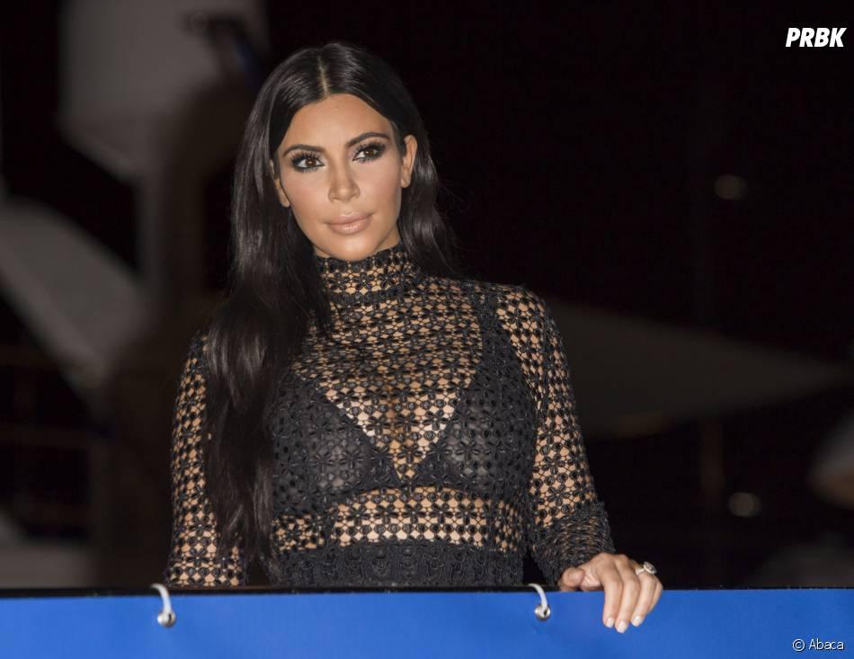 Kim Kardashian sexy et transparente sur le yacht du Daily Mail à Cannes ce mercredi 24 juin 2015