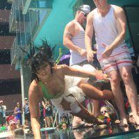 Demi Lovato : grosse chute au bord d'une piscine, elle s'en amuse sur Twitter