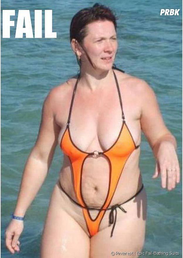 Un maillot de bain beaucoup, beaucoup trop petit...