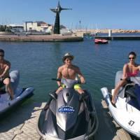 Rayane Bensetti : torse nu et sexy pour ses vacances... avec Denitsa Ikonomova