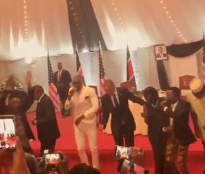Barack Obama : en voyage officiel au Kenya, il assure sur une danse traditionnelle