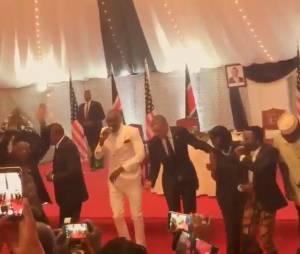 """Barack Obama : en voyage officiel au Kenya, le Président des Etats-Unis danse la """"lipala dance"""""""