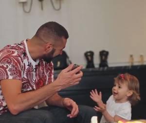 Karim Benzema complètement gaga de sa fille Mélia sur Instagram, le 11 août 2015