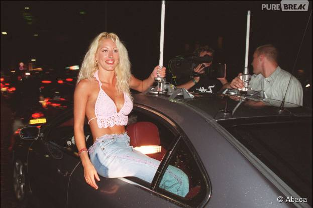 Loana lors de sa victoire dans loft story 1 en 2001 for Loft story 1 piscine
