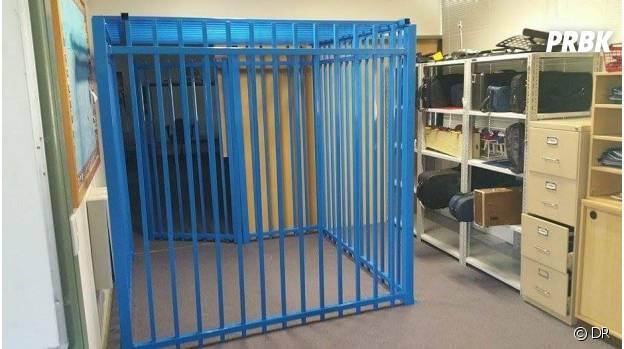 Une vue de la cage de l'école