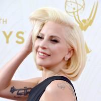 Lady Gaga classe et sexy, Sofia Vergara en couple, Emma Roberts... pluie de stars aux Emmys 2015