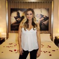 Clara Morgane classe et sexy pour le lancement de son calendrier 2016