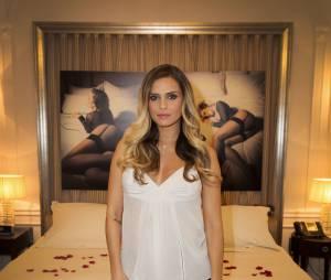 Clara Morgane fait monter la température pour le lancement de son calendrier 2016 sexy, au Majestic Hotel, le 24 septembre 2015