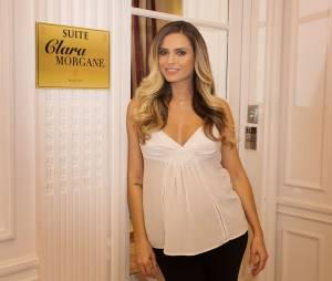 Clara Morgane souriante pour le lancement de son calendrier 2016 sexy, au Majestic Hotel, le 24 septembre 2015