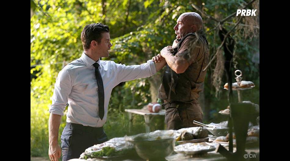 The Originals saison 3, épisode 1 : Elijah (Daniel Gillies) énervé sur une photo