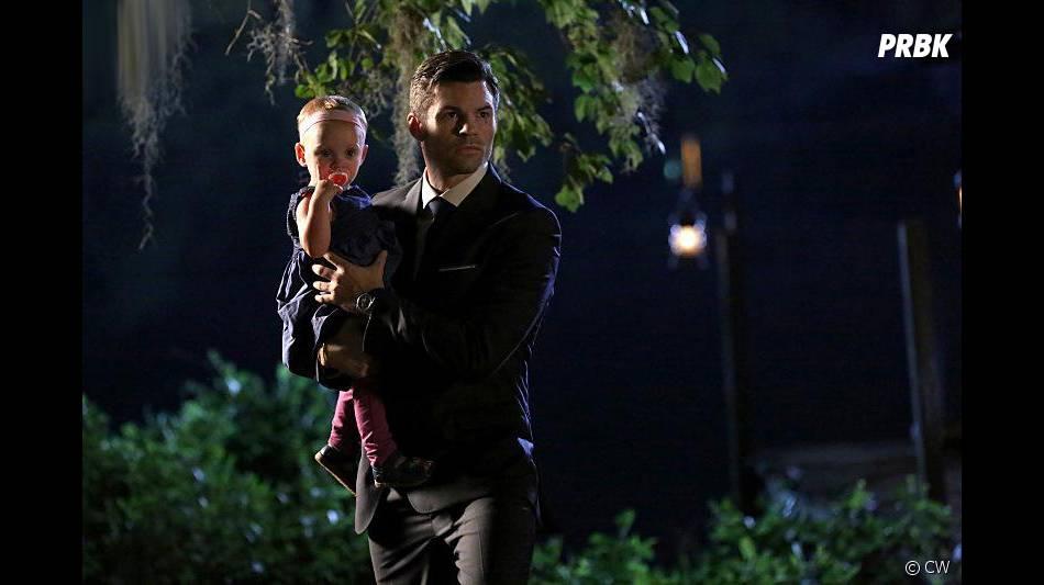 The Originals saison 3, épisode 1 : Elijah (Daniel Gillies) et Hope sur une photo