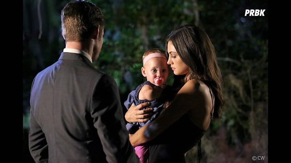 The Originals saison 3, épisode 1 : Phoebe Tonkin (Hayley) sur une photo
