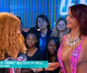 Julia Paredes (Les Anges) très sexy dans un maillot de bain signé Afida Turner le 27 octobre 2015, dans Le Mag de la télé-réalité