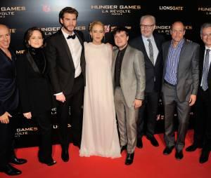 L'équipe du film à l'avant-première de Hunger Games 4 à Paris le 9 novembre 2015