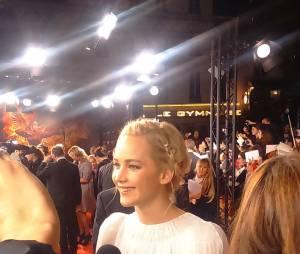 Jennifer Lawrence sur le tapis rouge à l'avant-première de Hunger Games 4 à Paris le 9 novembre 2015