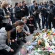 Attentats à Paris : les Parisiens se recueillent devant le Carillon, rue Bichat