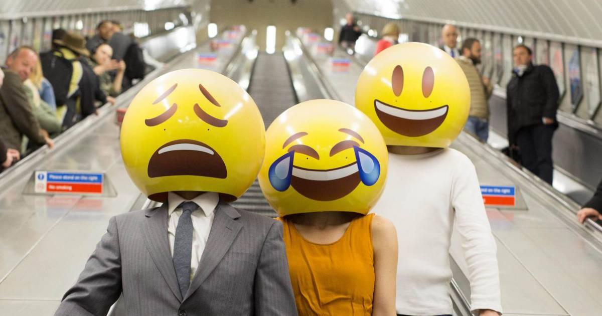 L Emoji Qui Pleure De Rire élu Mot De L Année Par L Oxford