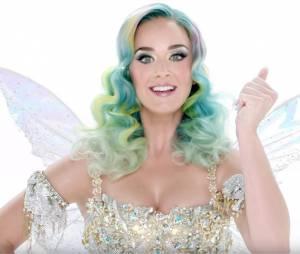 Katy Perry : star du spot publicitaire H&M pour la collection de Noël déjà en boutiques