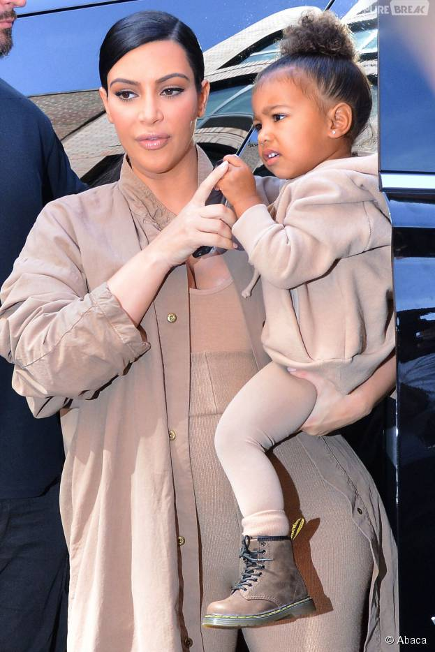 Kim Kardashian et North pour soutenir Kanye West lors du défilé de sa marque à la Fashion Week de New-York, le 16 septembre 2015