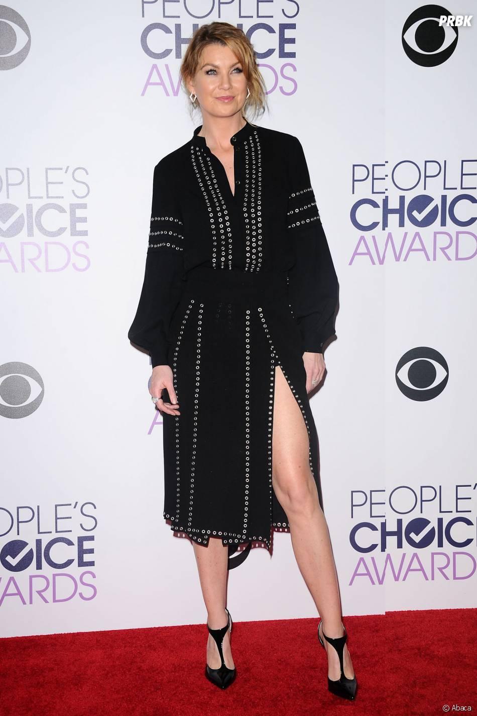 People's Choice Awards 2016 : Ellen Pompeosur le tapis rouge le 6 janvier
