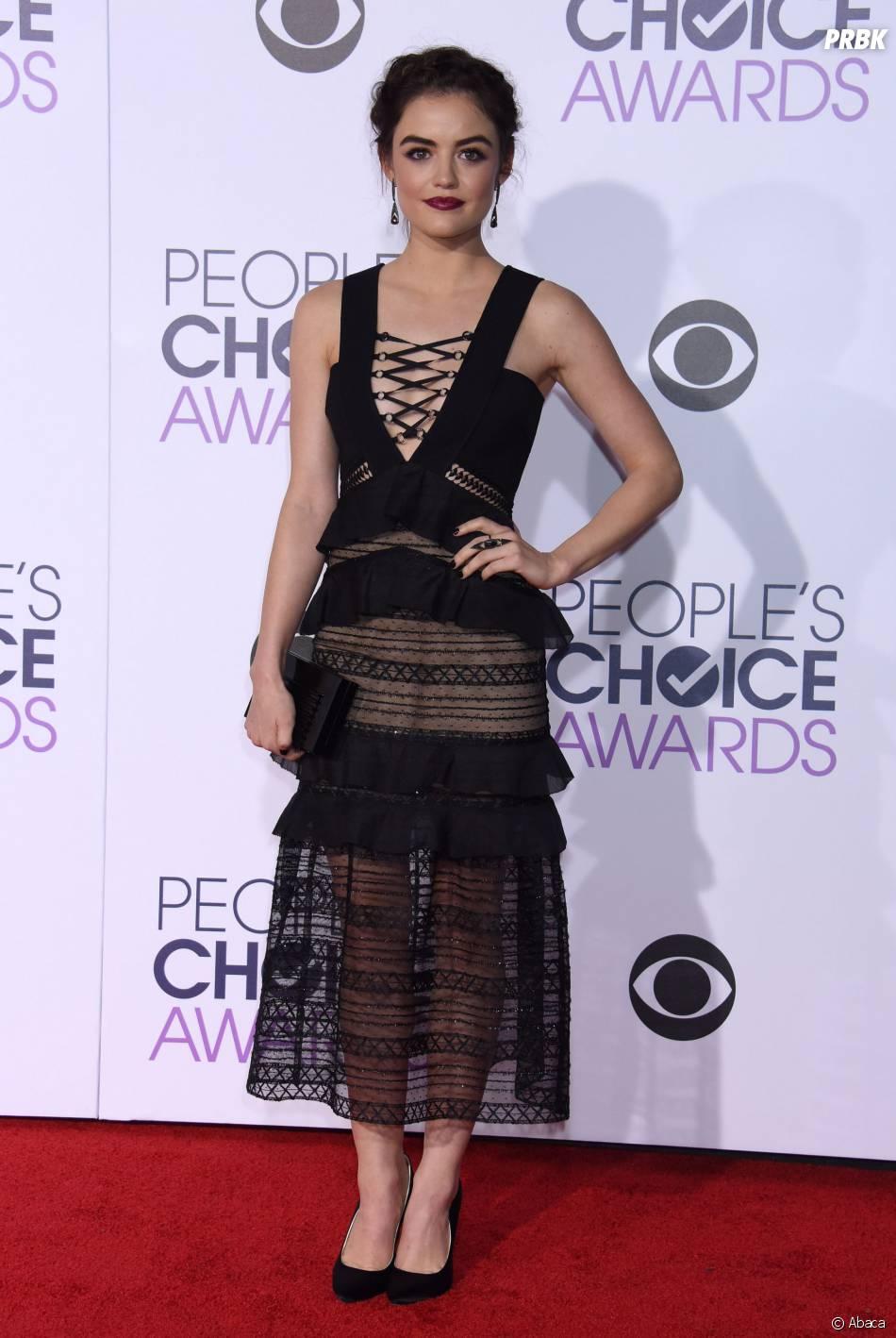 People's Choice Awards 2016 : Lucy Halesur le tapis rouge le 6 janvier