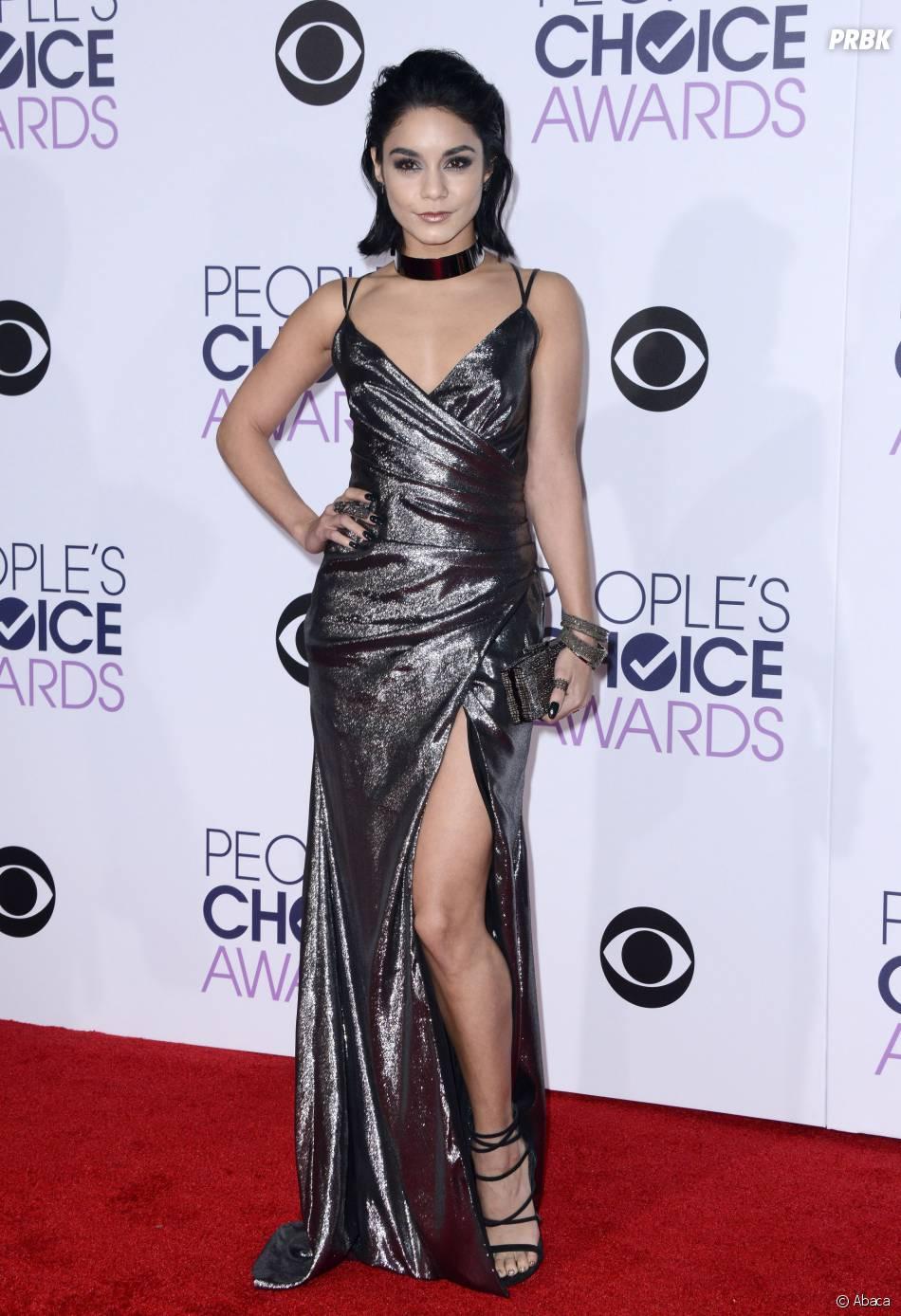 People's Choice Awards 2016 : Vanessa Hudgens sur le tapis rouge le 6 janvier