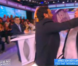 Julien Lepers : son tatouage du portrait de Cyril Hanouna sur sa fesse