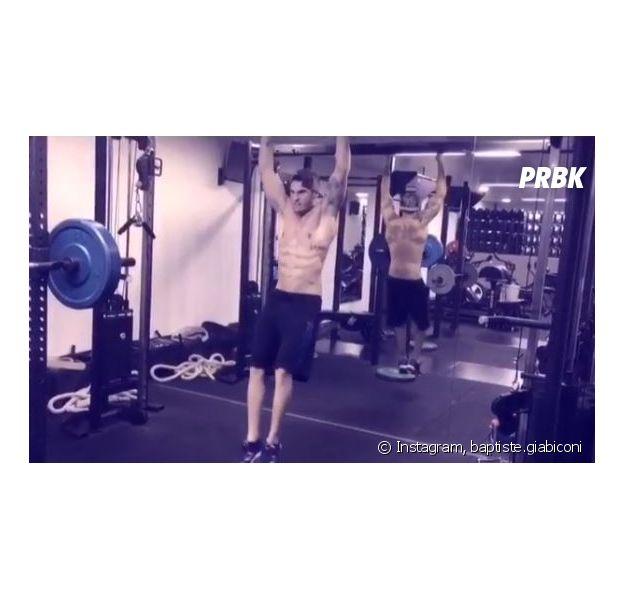 Baptiste Giabiconi sexy sur Instagram pendant une séance de sport