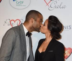 Tony Parker et sa femme Axelle sur le tapis rouge du gala Par Coeur au profit de l'association Cé Ke Du Bonheur à Paris, le 24 septembre 2015