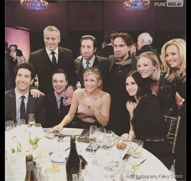 Les stars de Friends posent avec les acteurs de The Big Bang Theory le 24 janvier 2016