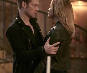The Originals saison 3, épisode 11 : Klaus (Joseph Morgan) et Cami (Leah Pipes) sur une photo