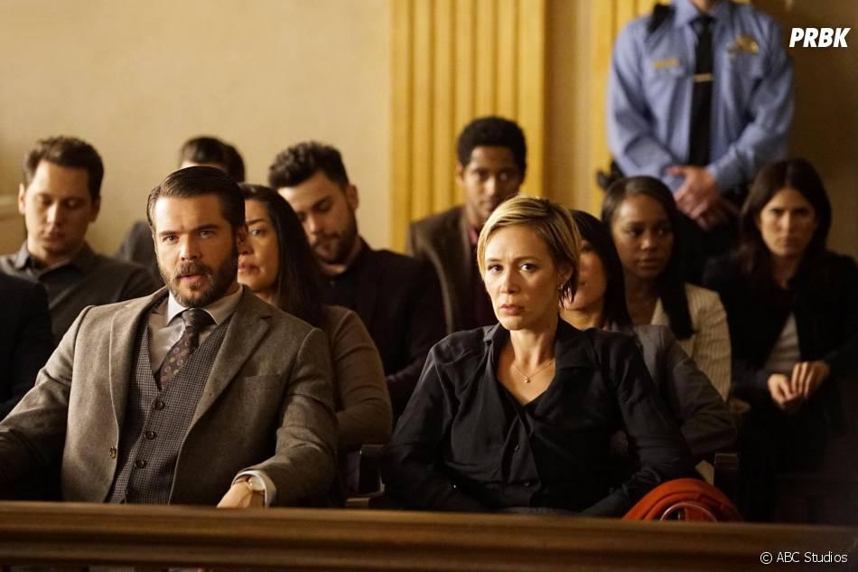 How To Get Away with Murder saison 2, épisode 10 : Frank (Charlie Weber) et Bonnie (Liza Weil) sur une photo
