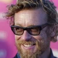 Simon Baker : barbe et cheveux longs, il a changé depuis la fin de Mentalist