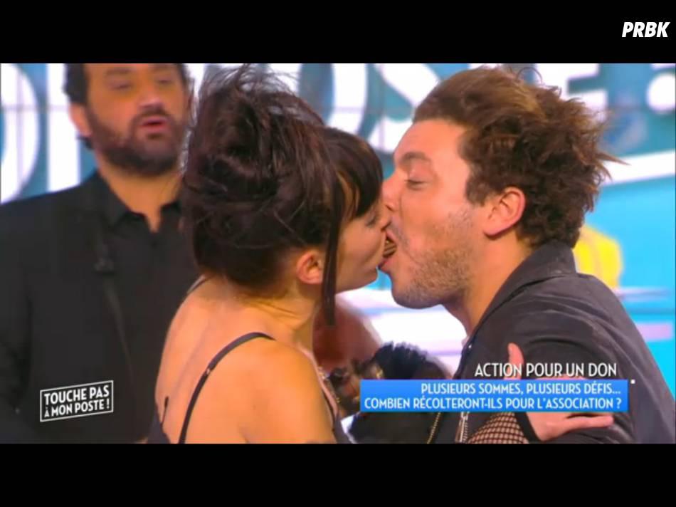 Kev Adams embrasse Erika Moulet pour la bonne cause dans TPMP