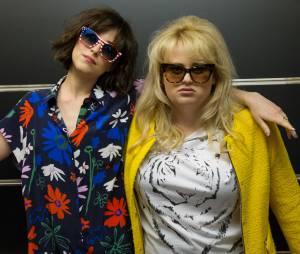 Célibataire mode d'emploi : Rebel Wilson et Dakota Johnson sur une photo
