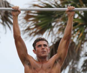Alerte à Malibu : Zac Efron sort les muscles sur le tournage du film à Miami