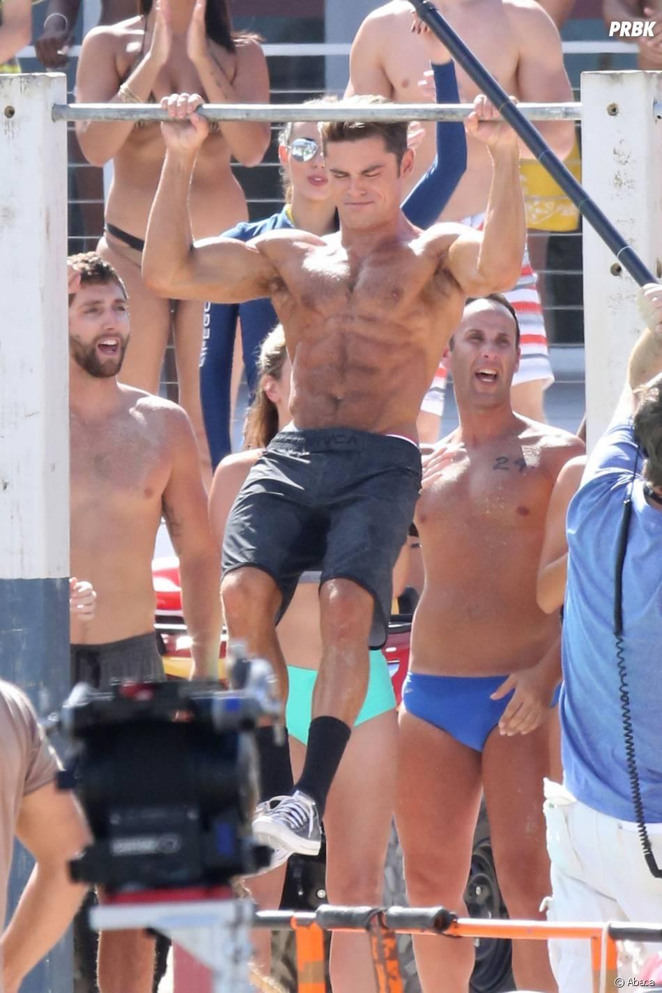 Alerte à Malibu : Zac Efron montre ses muscles sur le tournage du film à Miami