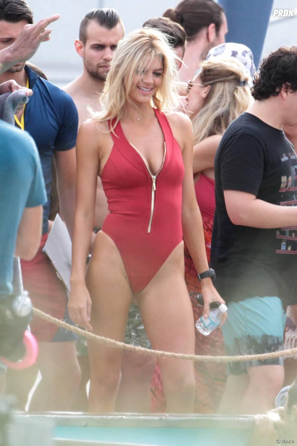 Alerte à Malibu : Kelly Rohrbach sexy sur le tournage du film à Miami
