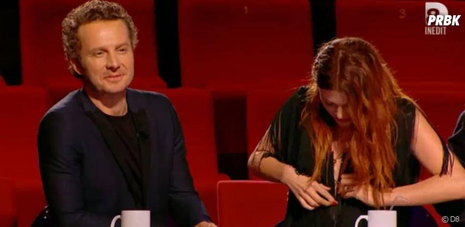 Elodie Frégé (Nouvelle Star 2016) : son corset se fait la malle lors de la prestation de Laura, le 22 mars, sur D8