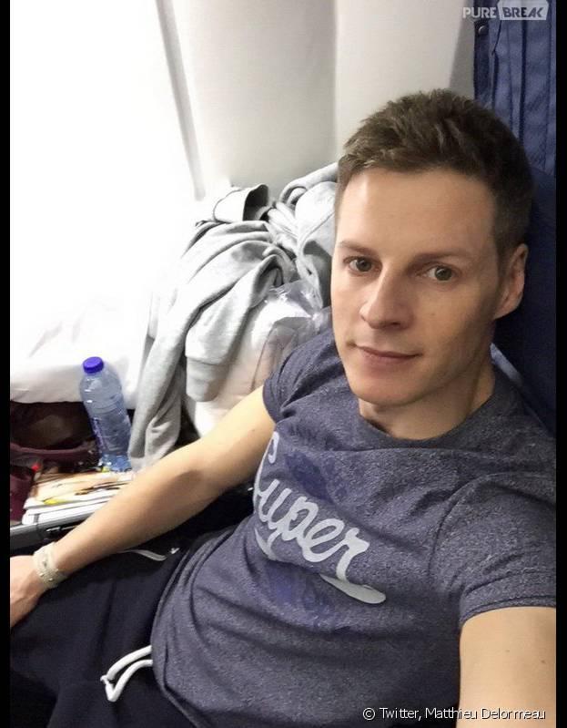 Matthieu Delormeau dans l'avion pour son voyage à Las Vegas avec l'équipe de TPMP