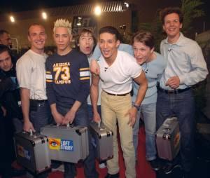 Steevy Boulay et les candidats de Loft Story le 26 avril 2001 lors du lancement de l'émission