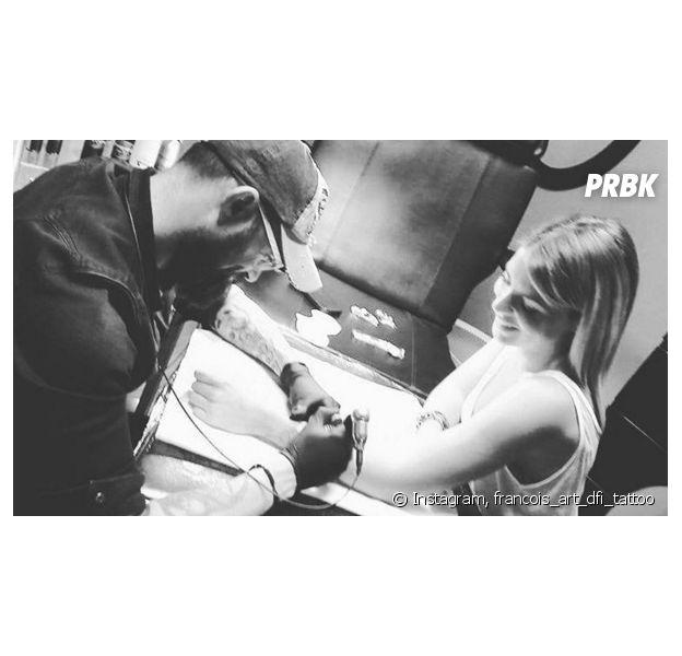 Emilie Fiorelli s'est fait tatouer une rose sur le bras