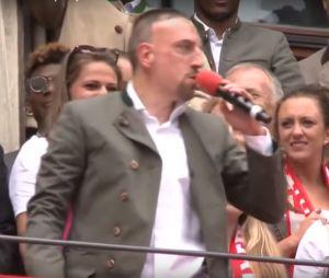 """Quand Franck Ribery chante """"Aux Champs-Elysées"""", ce moment gênant..."""