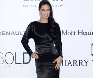 Adriana Lima au gala de l'amfAR.