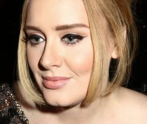 Adele pratique à merveille le regard du jugement dernier.